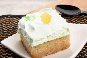 Kiwi mousse with vanilla cake