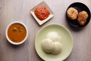 Kanchipuram idli with medu wada  sambhar and red chutney   ramani